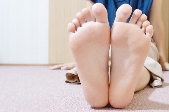 女性の足の裏