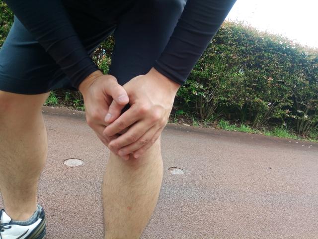 膝が痛い少年