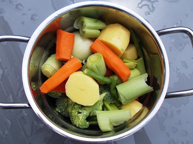野菜の入った鍋