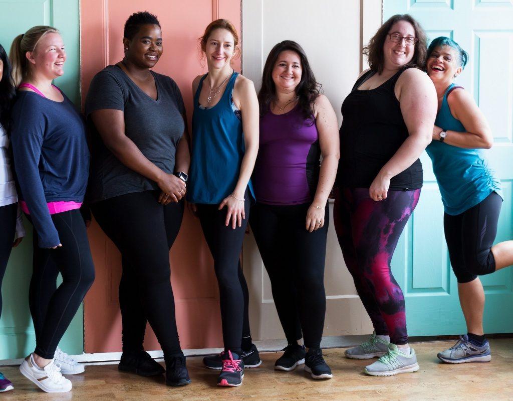 笑顔で強い女性の集まり